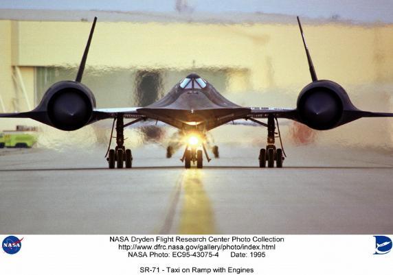 SR-71 Blackbird(cold war bad ass)
